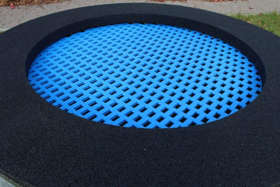 Trampolina ziemna niebieska